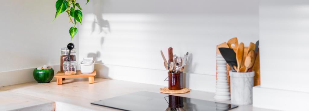 Afbeelding van aanrecht met elektrische kookplaat